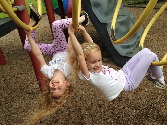 children hanging - movnat progressive principle